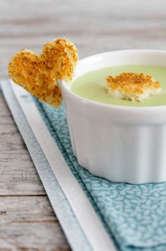 Crema de calabacín y queso con Thermomix Baby Food Recipes, Sweet Recipes, Healthy Baby Food, Salty Foods, Tasty, Yummy Food, Food Decoration, Homemade Soup, Food Festival