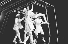 Cool gif! This is my favorite SHINee MV so far. I love the harshness of this vid', It's so visually stunning and impressive. The choreography is brilliant. I can't verify that Onew is the choreographer of Everybody, but I read somewhere that he was, which would be incredibly awesome!
