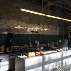 Light fixtures, wall treatment and neon, very functional layout Cafe Interior Design, Cafe Design, Kitchen Interior, Interior Design Living Room, Kitchen Design, Cafe Restaurant, Restaurant Design, Coffee Shop Bar, Coffee Shop Design