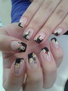 Mujer al natural: 15 Diseños de uñas inspirados en el encanto de las flores Girl Photography Poses, Flower Nails, Beautiful Nail Art, Nail Arts, Manicure And Pedicure, Wedding Nails, Flower Designs, Nail Colors, Nail Art Designs