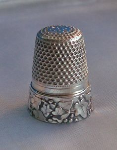 ANTIQUE STERLING SOLID SILVER THIMBLE BOAR