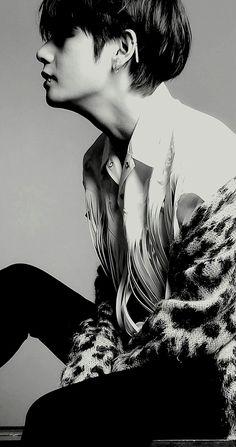 V (Taehyung) BTS Wallpaper V wallpaper, Taehyung wallpaper, BTS wallpaper Bts Taehyung, Namjoon, Bts Jungkook, Seokjin, Hoseok, Taehyung Photoshoot, Taehyung Fanart, Piercing Labret, Piercing Girl
