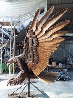 ❤ Check out 12 Amazing Eagle Carvings Holzschnitzen , ❤ Check out 12 Amazing Eagle Carvings ❤ Check out 12 Amazing Eagle Carvings. Dremel Wood Carving, Wood Carving Art, Wood Carvings, Art Sculpture En Bois, Wood Carving For Beginners, Woodworking Enthusiasts, Grand Art, Tree Carving, Carving Designs