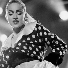 Madonna Madonna 90s, Madonna Albums, Black White Photos, Black And White Photography, Verona, Best Female Artists, Divas, Madonna Pictures, Pop Singers
