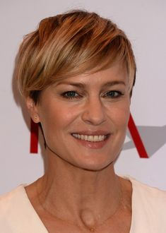 Robin-Wright-Side-Parted-Layered-Short-Straight-Cut.jpg (512×718)