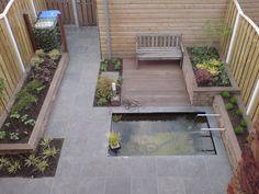 Kleine tuin met vijver Small Backyard Pools, Back Gardens, Water Garden, Pastel Colors, Terrace, Deck, Outdoor Decor, Outdoor Ideas, Cottage