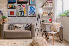 Decoração moderna e simples Decor, Interior, Diy Home Supplies, Small Apartment Interior, Small Apartment Living Room, Home Deco, Tiny House Decor, Tiny Apartment Living, Living Room Inspiration