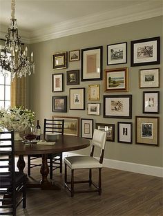 Home Decoration Boho Dining Room- Gallery wall love the mix of wood and metal frames.Home Decoration Boho Dining Room- Gallery wall love the mix of wood and metal frames Traditional Interior, Modern Traditional, Dining Room Design, Dining Area, Green Dining Room, Design Room, Round Dining, Outdoor Dining, Dining Table