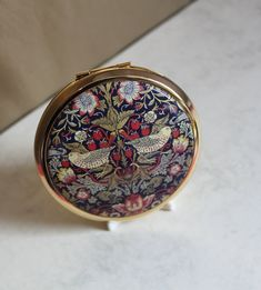 William Morris The Strawberry Thief by Stratton Compact Mirror Presented in Gift Box. Ideal Luxury Vanity Gift for Her. Stratton Compact, The Strawberry Thief, Heat Resistant Glass, Glass Kitchen, Arts And Crafts Movement, Compact Mirror, Royal Doulton, William Morris, Bees
