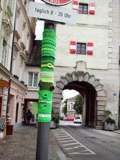 Les Deux Moulins: [Yarn bombing]