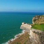 une vue plongeante sur l'Atlantique depuis la plus haute falaise du pays- Portugal