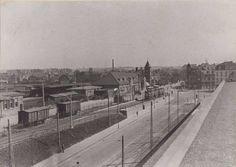 Ca 1930 Parallelweg richting Stationsplein met links van Gend&Loos en een vertrekkende tram