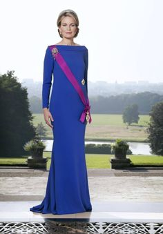 MYROYALS  FASHİON: New official portrait of Queen Mathilde