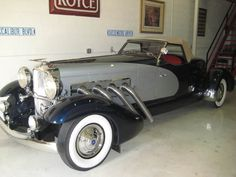 1933 Duesenberg II Boattail Speedster Maintenance of old vehicles: the material for new cogs/casters/gears could be cast polyamide which I (Cast polyamide) can produce Old Vintage Cars, Old Cars, Antique Cars, Duesenberg Car, Vintage Bicycles, Amazing Cars, Sport Cars, Motor Car, Luxury Cars
