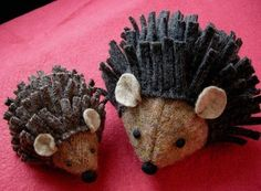 Hedgehog tutorial Squeak and Spike - Mouse and Hedgehog PDF PATTERN via Etsy: Betz White designs Felt Diy, Felt Crafts, Fabric Crafts, Sewing Crafts, Sewing Projects, Craft Projects, Diy Crafts, Softies, Plushies