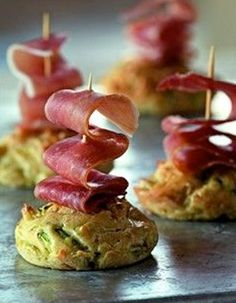 Minicakes with courgette and ham Finger Food Appetizers, Finger Foods, Appetizer Recipes, Savoury Baking, Appetisers, Clean Eating Snacks, Food Inspiration, Catering, Brunch