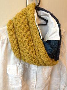 【冬ハンドメイド】糸の太さや色、素材の違う3つの毛糸を使って3色切り替えのスヌードを編みました。二重に巻いてちょうどいい長さです。黄色の毛糸はアラン模様にして... ハンドメイド、手作り、手仕事品の通販・販売・購入ならCreema。