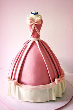 Someone make this fot my bday!!   Cinderella's Pink Dress Cake by Ban Bakes - In Paris. Loved this since it's from my favorite Disney movie.