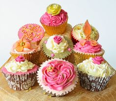 colorful cupcakes by Kiss & Bake Up Elegant Cupcakes, Beautiful Cupcakes, Gorgeous Cakes, Pretty Cakes, Beautiful Desserts, Pancake Cupcakes, Cupcake Cookies, Cake Cafe, Cupcake Wars