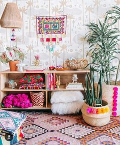 Colors, wood, plants and pompons
