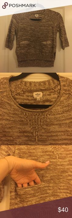 Wilfred cropped knit sweater Wilfred cropped knit sweater size XS. Perfect condition. Back is a tad longer than the front, 3/4 length sleeves. Perfect for spring weather coming up Aritzia Sweaters Crew & Scoop Necks
