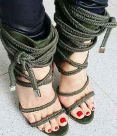 Cenicienta con estas sandalias no hubiese tenido tantos problemas. Primero no hubiese perdido....ni una.... pedicura genial tambien @real.shoes