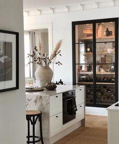 Kitchen Interior, Kitchen Decor, Design Kitchen, Interior Desing, Wine Cabinets, Deco Design, Beautiful Kitchens, Home Decor Inspiration, Home Kitchens