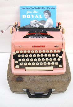 Pink 1950s Royal Typewriter with Case and Owners par joevintage