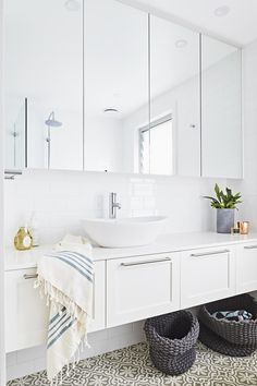 White Swirl > Quantum Quartz > Quantum Quartz, Natural Stone Australia, Kitchen Benchtops, Quartz Surfaces, Tiles, Granite, Marble, Bathroom, Design Renovation Ideas. WK Marble & Granite Pty Ltd Australia.