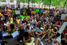23/06/2013 9:27| Türk, Yunan, Brezilyalı ve Meksikalılardan ABD'de ortak gösteri ABD'nin New York kentinde Türk, Yunan, Brezilyalı ve Meksikalı gruplar ortak gösteri düzenledi. http://www.radikal.com.tr/dunya/turk_yunan_brezilyali_ve_meksikalilardan_abdde_ortak_gosteri-1138768