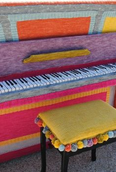 We know people who love to knit, but that is a lot of knitting.That is a piano cover you won't see every day. We can't even imagine how long it took! Piano Bar, Piano Bench, Bench Covers, Seat Covers, Fabric Manipulation Fashion, Crochet Car, Piano Cover, Digital Piano, All About Music
