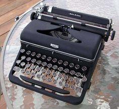 royal_typewriter.jpg (600×551)
