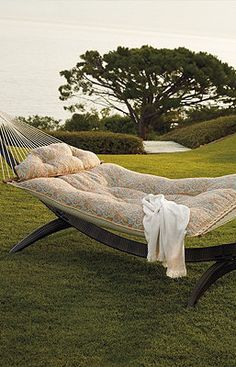 This looks amazingly comfortable and cozy. I might not sleep in my own bed if I had this.