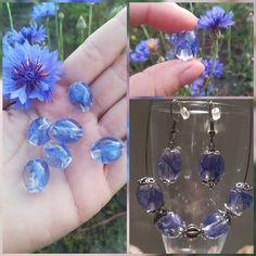 Před a po. Korálky vyrobené z chrpy v pryskyřici a jejich využití v setu náhrdelníku a náušnic. Nikdy bych nevěřila, že se dá s pryskyřicí… Resin, Drop Earrings, Instagram, Jewelry, Jewlery, Jewerly, Schmuck, Drop Earring, Jewels