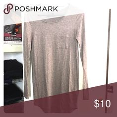 Long sleeve layering top 👍🏼 Perfect long sleeve grey top.. longer style on the waist! Fitted top! Fits like a small/ medium Tops