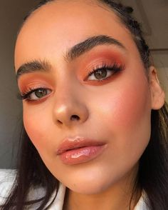 Nude + gloss In case you like very heavy make-up, we advocate that you simply use essentially the most nude lipstick you discover and put a bit of gloss on it. Makeup Inspo, Makeup Inspiration, Makeup Tips, Beauty Makeup, Makeup Hacks, Makeup Ideas, Huda Beauty, Makeup Blog, Makeup Goals