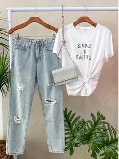 Clothing Photography, Fashion Photography, Clothing Displays, Flatlay Styling, Capsule Wardrobe, Ideias Fashion, Cute Outfits, Photoshoot, Fashion Outfits