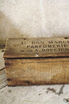 """A authentic old wooden box from the first parisian  department store , """" LE BON MARCHE"""" created by A. Boucicaud during the XIXth century."""