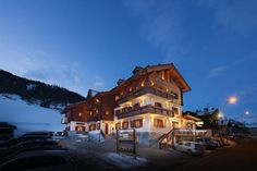 Hotel San Giovanni Livigno Located in the Stelvio National Park, 20 metres from the American No. 10 ski slopes, the San Giovanni has an international restaurant. It features bike-friendly services, such as free laundry for bikers.