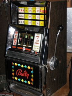 Antique vintage bally's slot machine' ( clean and in good shape! Jack O'connell, Pinup Art, Super Healthy Recipes, Healthy Snacks For Kids, Vintage Slot Machines, Party Friends, Slot Machine Cake, Machine Video, Pinball