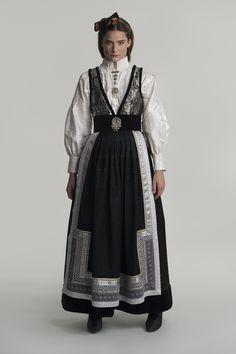 fantasistakk-1707 Traditional Fashion, Traditional Dresses, White Tank Dress, Travel Dress, Victorian Era Fashion, Comfy Dresses, Folk Costume, Costume Design, Aesthetic Clothes