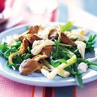 Salade van rucola met oesterzwammen, mozzarella en stoneleeks - Allerhande