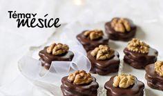 Také vám cukroví vždycky nejvíc chutnalo u babičky? Vyzkoušejte letos poctivé recepty první republiky, na kterých si o Vánocích pochutnávaly prvorepublikové herečky i samotný prezident Masaryk. Sádlovky, išelky nebo cukroví, které na stole u Masaryků nesmělo chybět. #recept #vanoce #cukrovi #recipe #bake #cake Cereal, Breakfast, Food, Morning Coffee, Eten, Meals, Corn Flakes, Morning Breakfast, Breakfast Cereal