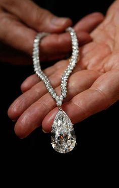 The Christina Onasis diamond 43carats @ReinaIndy   43
