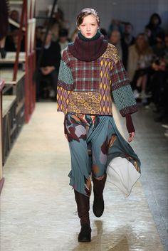 I'm - Isola Marras Fall Winter 2016 Fashion Show www. Runway Fashion, Fashion Show, Fashion Design, Antonio Marras, Milano Fashion Week, Haute Couture Fashion, Looks Vintage, Refashion, Knitwear