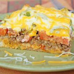hn Wayne Casserole - This looks so YUMMY .!!!!! Ingredients:... 2 pounds ground beef, cooked and drained 1 (1.25-ounce) packet taco seasoning 4 ounces sour cream 4 ounces mayonnaise 8 ounces Cheddar cheese, shredded and divided 1 yellow onion, sliced 2 cups biscuit mix  2 tomatoes, sliced 1 green bell pepper, sliced 1 (4-ounce) can sliced jalapeno peppers Directions: 1. Heat oven to 325. Brown ground beef and add taco seasoning and water, according to packet instructions; set aside. 2. In a…