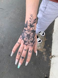 Pretty Tattoos For Women, Face Tattoos For Women, Cross Tattoos For Women, Tattoos For Women Small, Butterfly Neck Tattoo, Butterfly With Flowers Tattoo, Flower Tattoo Hand, Cute Hand Tattoos, Dope Tattoos
