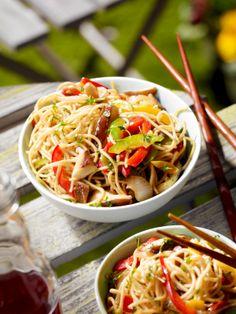 Wokgemüse mit Nudeln I © GUSTO / Dieter Brasch I www.gusto.at