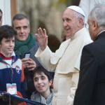 Papa Francisco en Santa Marta: Dad a los jóvenes ejemplos de fe, no palabras