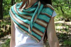 Šátek ve tvaru nepravidelného trojuhelníku pletený z Turecké akrylové příze Crochet, Fashion, Moda, Fashion Styles, Ganchillo, Crocheting, Fashion Illustrations, Knits, Chrochet